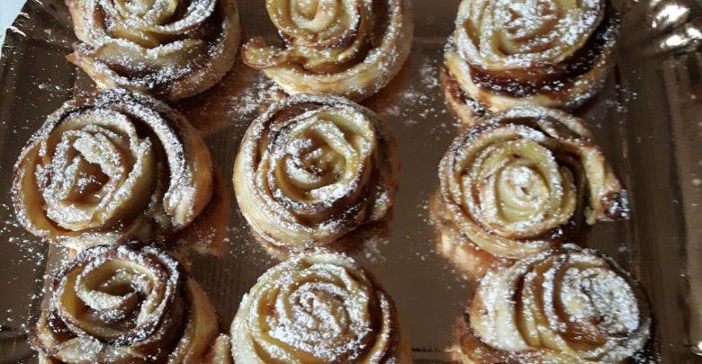 Rose di pasta sfoglia e mele: ricetta deliziosa
