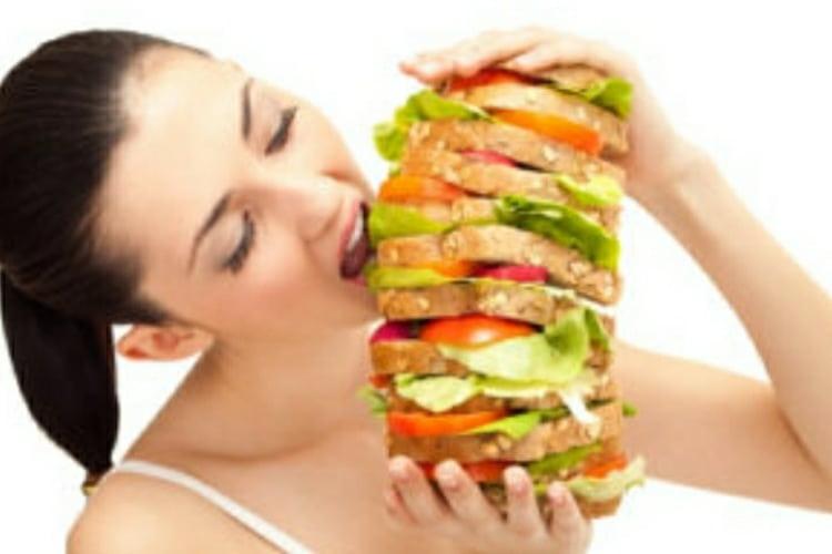 Alimentazione emotiva: Quando è il cibo a riempire un dolore
