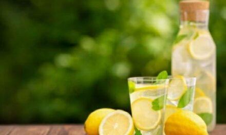Limone nell'acqua tiepida: perché fa bene la mattina?
